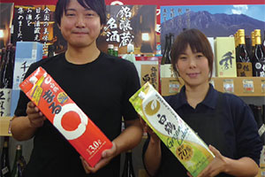 写真左から、店長の東原大輔氏と副店長の岡紗衣氏